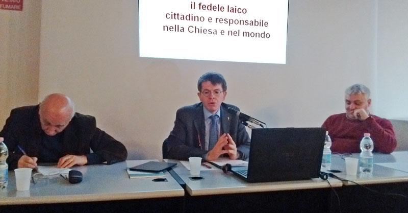 Da sinistra: Giovanni Bianchi, Rocco D'Ambrosio e Lorenzo Gaiani nell'aula Lazzati del Centro Cardinale Schuster